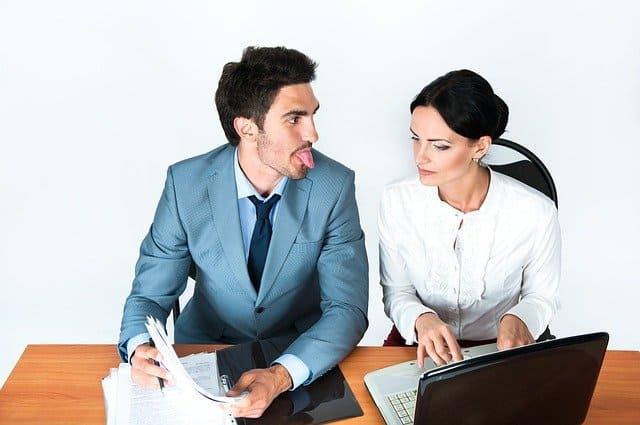 法務部員のストレス3:営業担当者のスルーパス